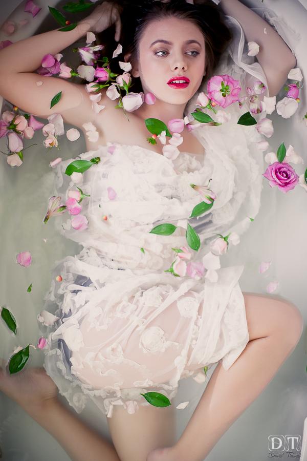 bathtub photo shoot