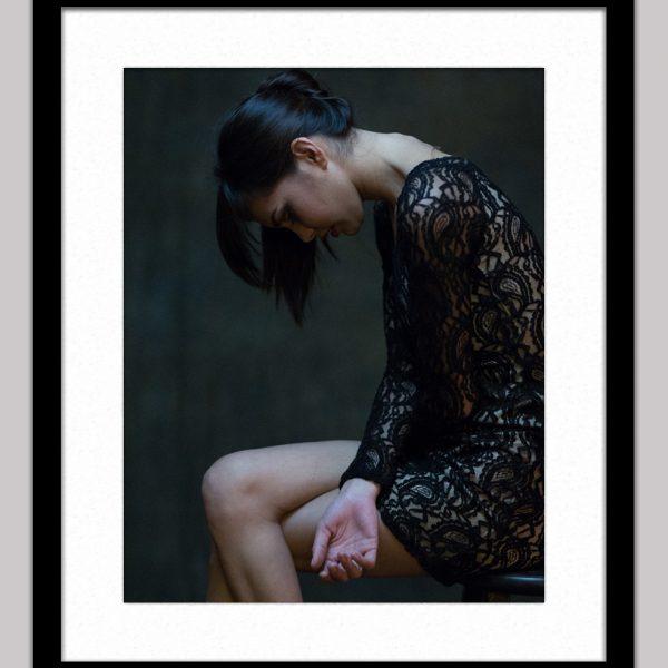 instafamous beauty framed black