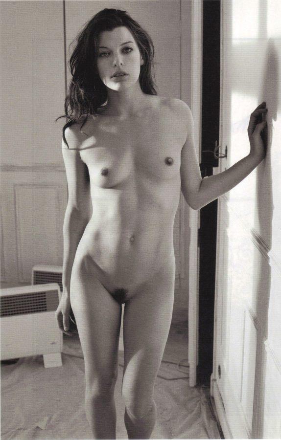 milla-jovovich-by-mario-sorrenti-purple-fashion-magazine-2009-1
