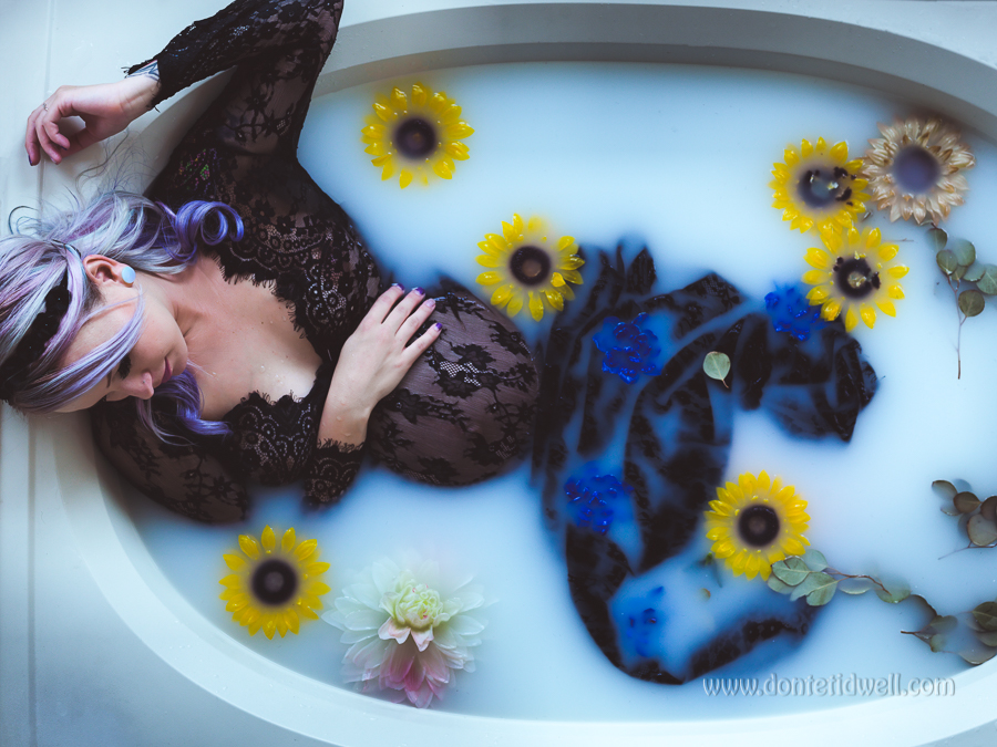Maternity Milk Bathtub Photoshoot